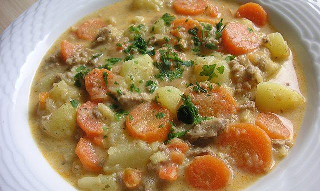 Kartoffel Hackfleisch Topf mit Schmand und Möhren